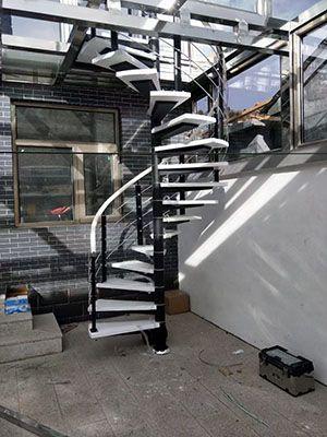 时尚钢木楼梯