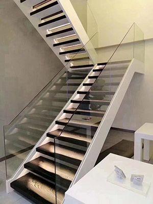 简洁钢木楼梯