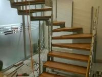 华丰钢木楼梯安装施工
